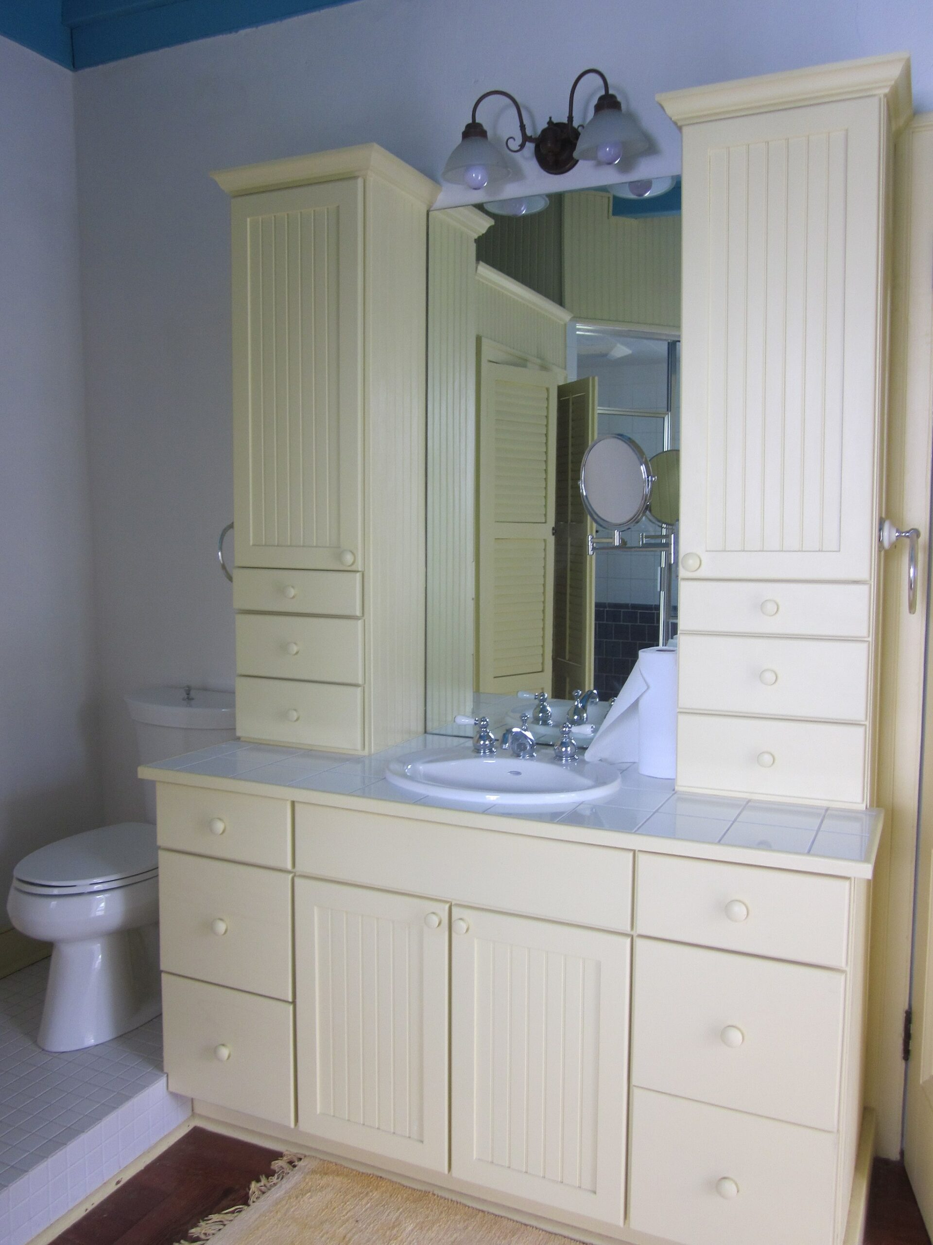 How to buy a bathroom vanity
