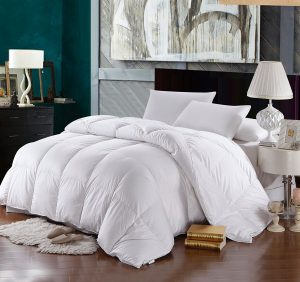 Down Comforter Vs. Alternative Down Comforter-Difference Between a Down Comforter & An Alternative