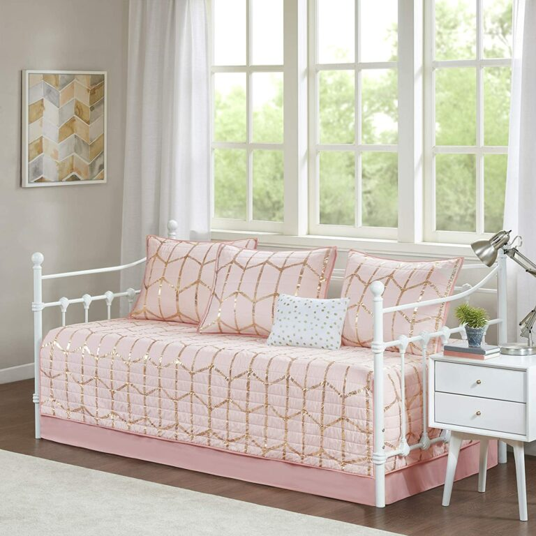Top 10 Best Girls' Daybed Bedding Sets of 2021