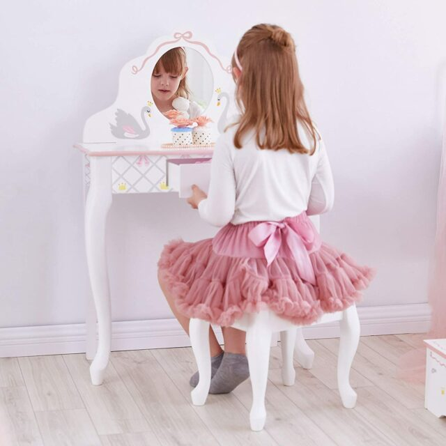 Best Little Girls' Vanity Table & Chair Sets